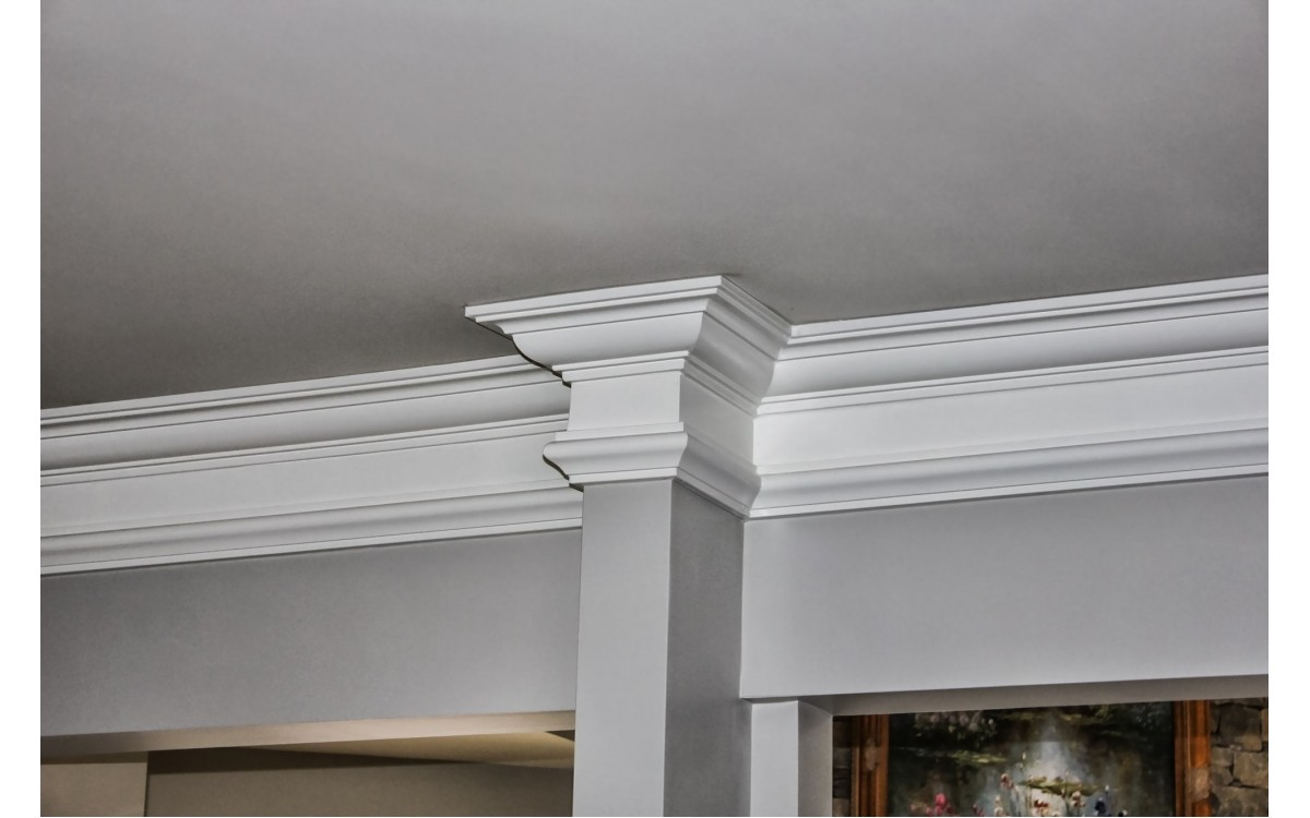 What Color Should Crown Molding Be?