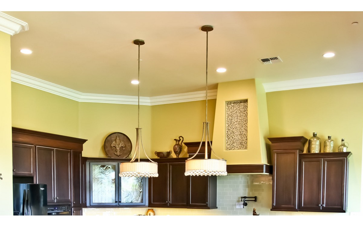 15 Tips to Achieve Good Crown Molding Installation